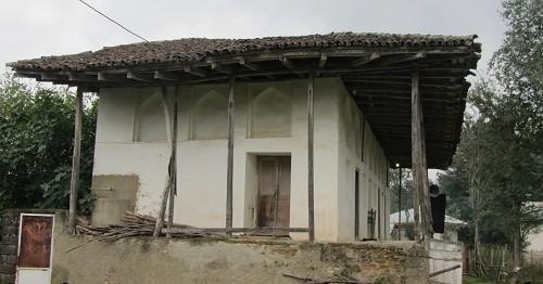 نمای بیرونی مسجد تاریخی کمسار