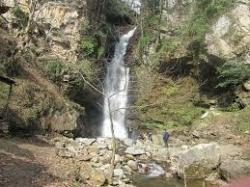 آبشار دودوزن نیازمند نگاه گردشگری