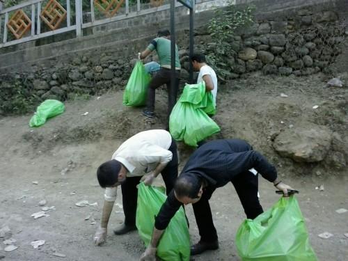 جمع آوری و پاکسازی زباله های بازار امامزاده ابراهیم شفت