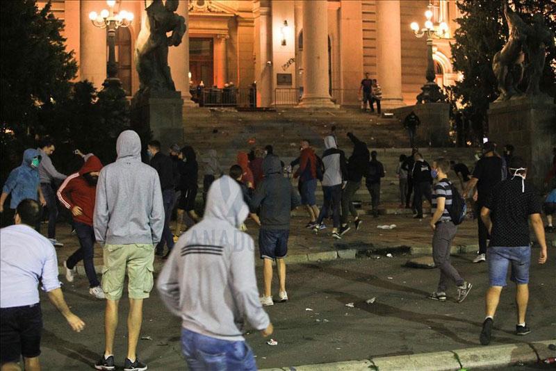 صربستان؛ اعتراضات به قرنطینه تبدیل به تظاهرات ضد دولتی شد